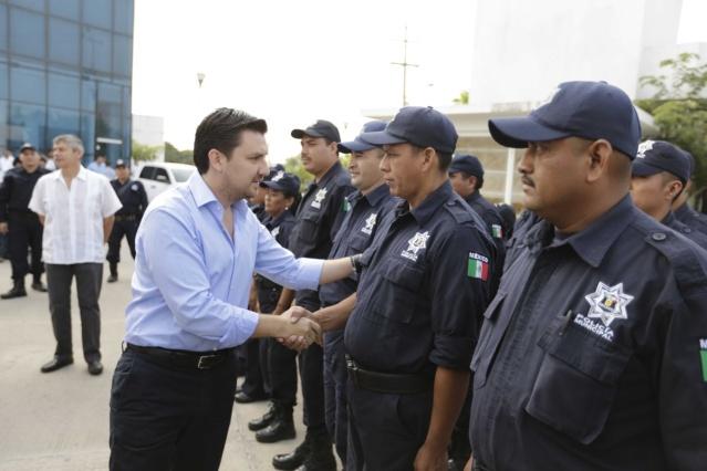 castellanos deja sin servicios a policías