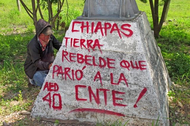 Integranrtes de la CNTE iniciaron un bloqueo en el Aeropuerto Á