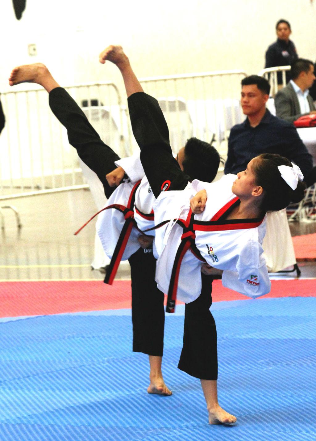 Taekwondoines acuden a evento nacional G3 (2)