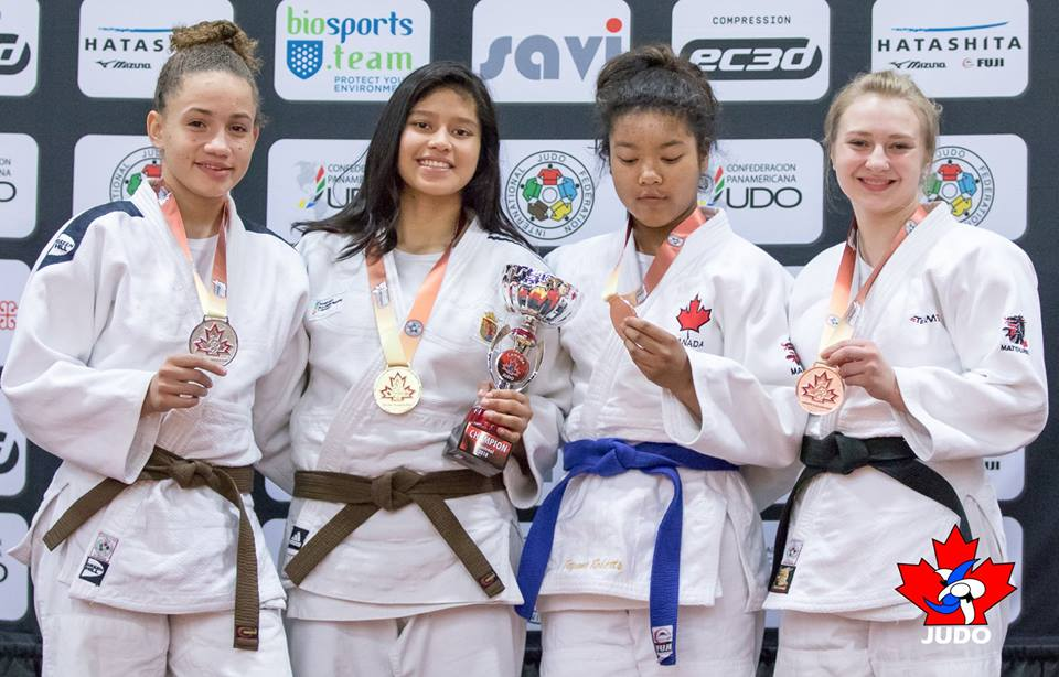 atzel Pecha con medalla de oro