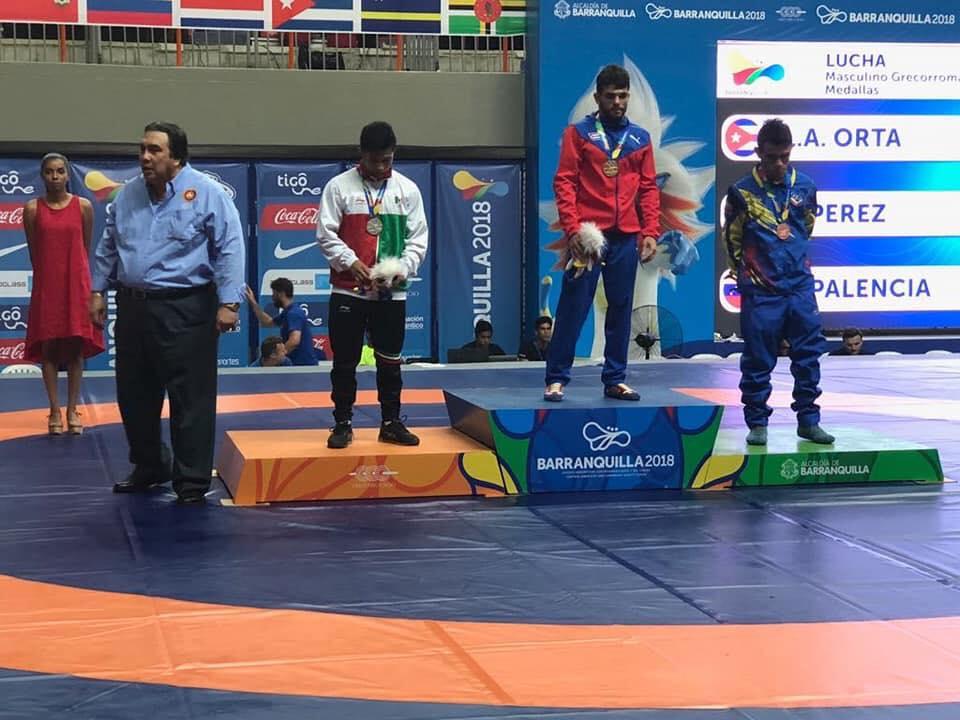 Emilio Perez ganador de la medalla de plata en luchas asociadas estilo greco