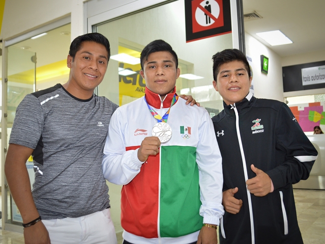 Emilio Perez con sus familiares a su