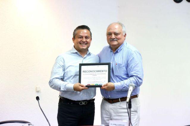 Fortalece Carlos Molano la lucha contra el tabaquismo en Tuxtla